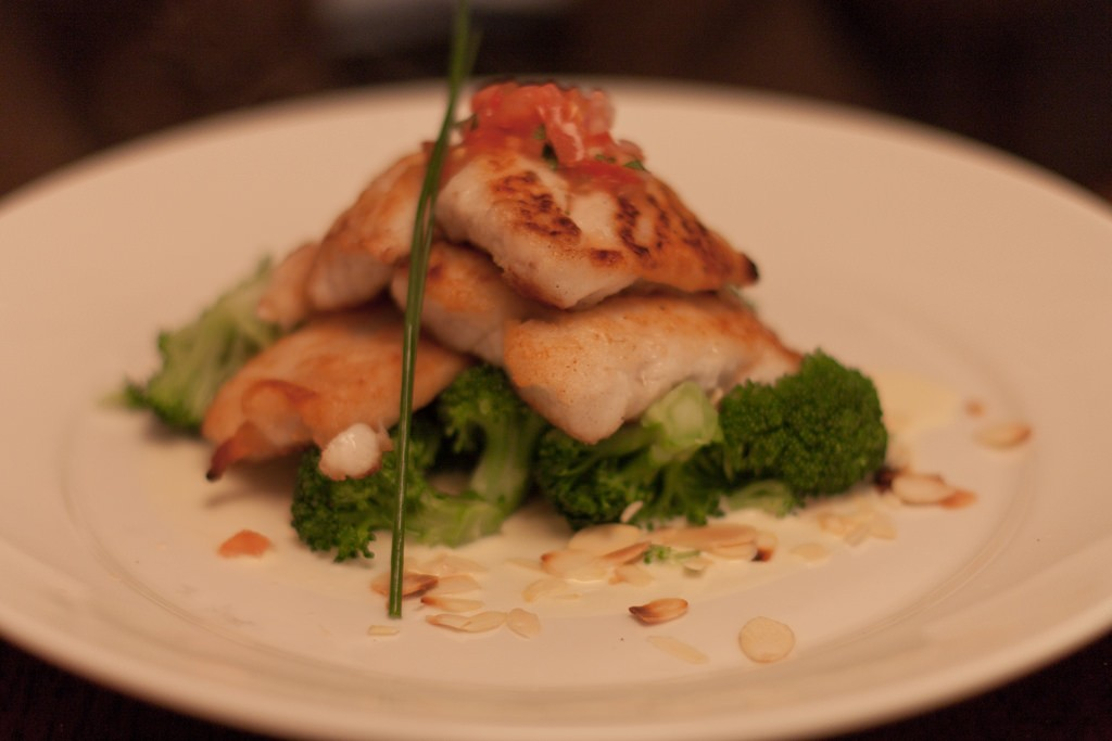 Dinner at Fishy Fishy | © Neil Conway/Flickr