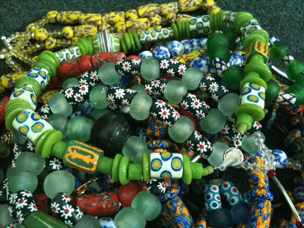 Krobo beads | © oneVillage Initiative / Flickr