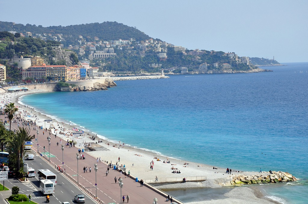 Le Meridien Hotel has amazing views over the Promenade des Anglais in Nice from its rooms and restaurants | © rhodesj/flickr