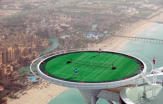 Tennis match on the Burj Al Arab helipad   ©Brett Jordan / Flickr http://bit.ly/2kJew2a