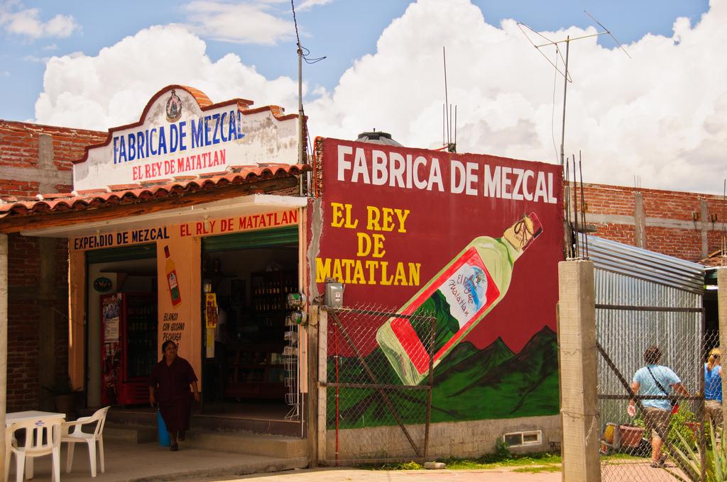 Mezcal Factory in Matatlán, Oaxaca | © Graeme Churchard/Flickr