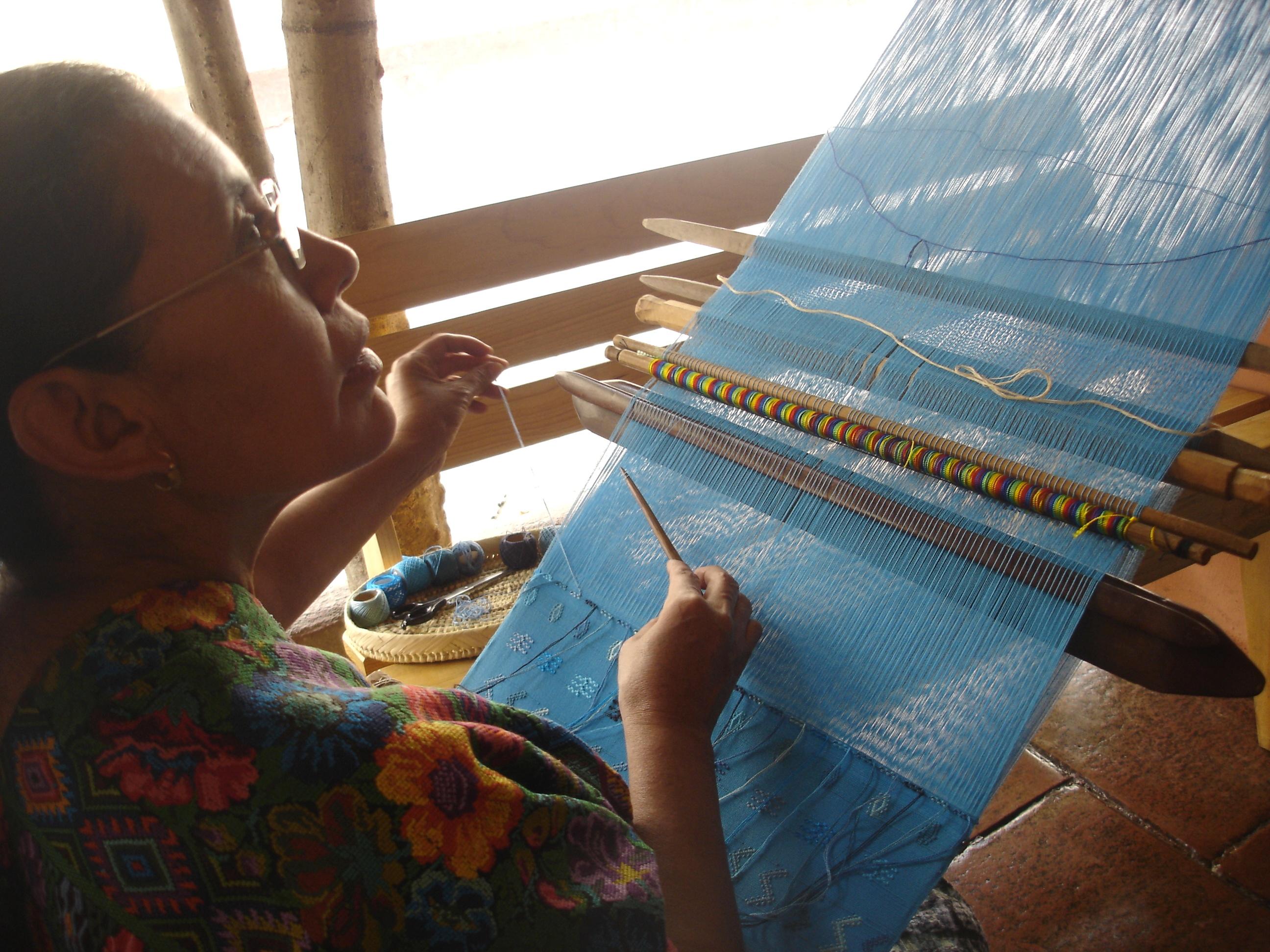 An artisan creating a traditional huipil | © David Amsler/Flickr