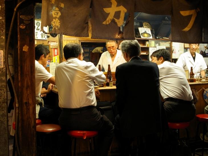 Salary men in Omoide Yokocho, Tokyo (2011) | © Charlotte Marillet / Flickr