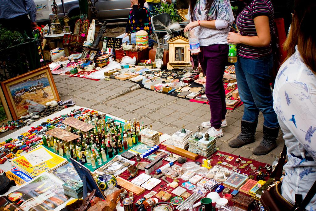 Browsing the wares at a bazaar in Mexico City | © Alejandro De La Cruz/Flickr