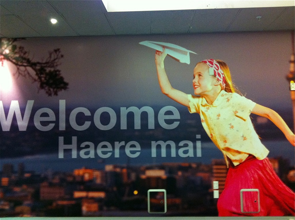 Haere mai sign, Auckland Airport | © Daily Sublime/Flickr