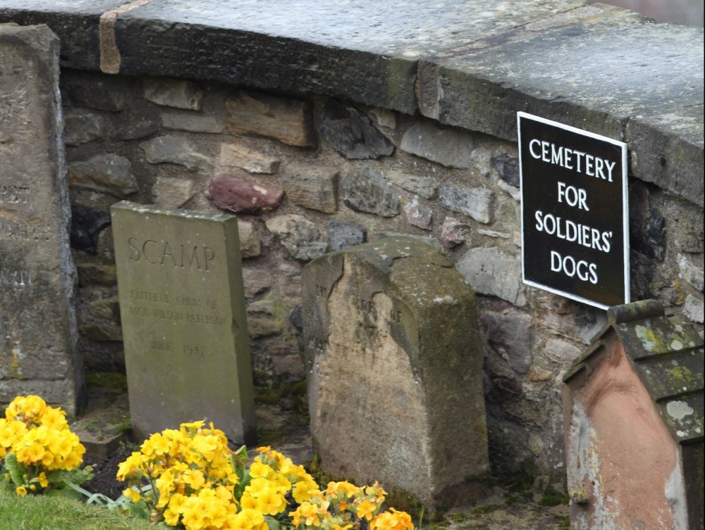 Edinburgh Castle Dog Cemetery | © twak/Flickr