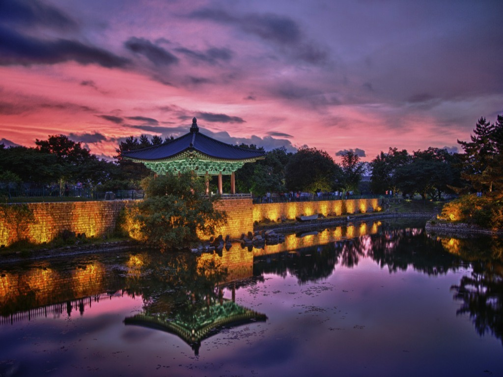 Anapji Pond at sunset | © J. Griffin Stewart / Flickr