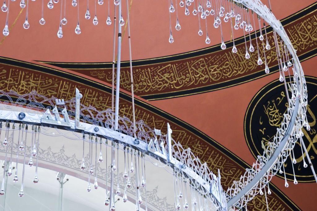 Raindrop Chandelier at the Şakirin Mosque | © William Neuheisel/Flickr