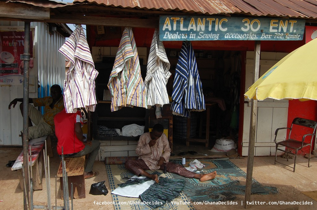 A smock dealer © Ghana Decides / Flickr