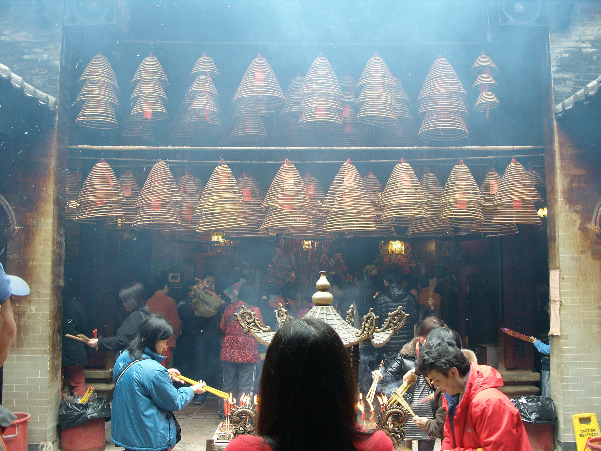 Worshippers burning incense at Man Mo Temple | © shankar s./Flickr