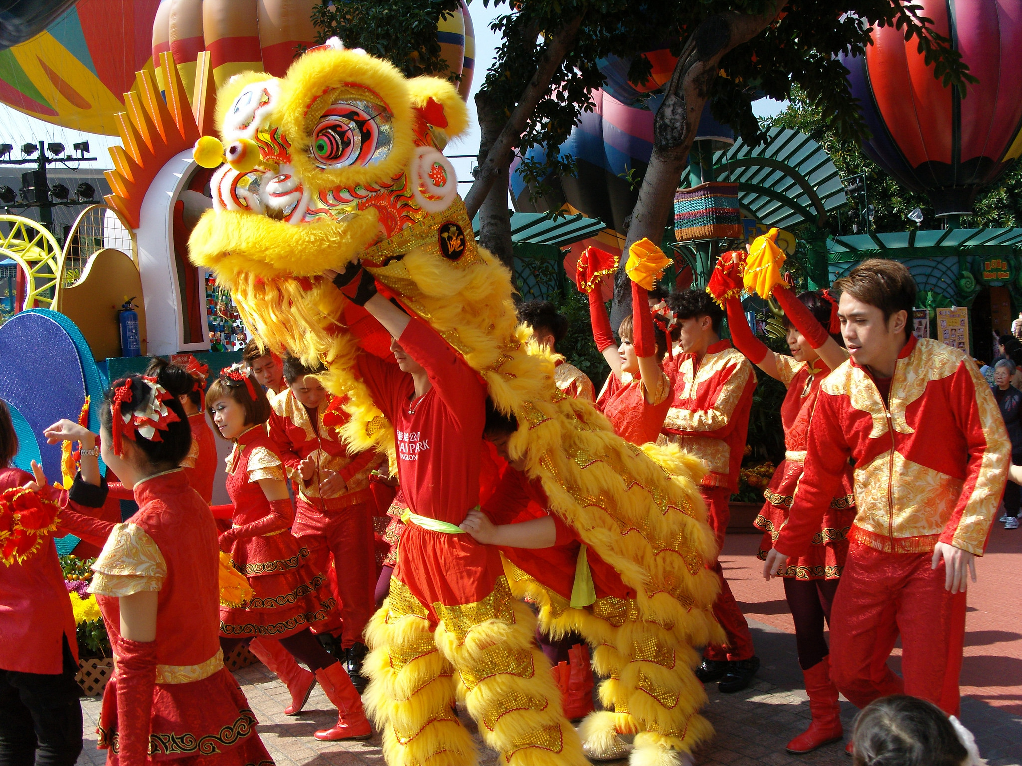 A lion dance in progress | © shankar s./Flickr
