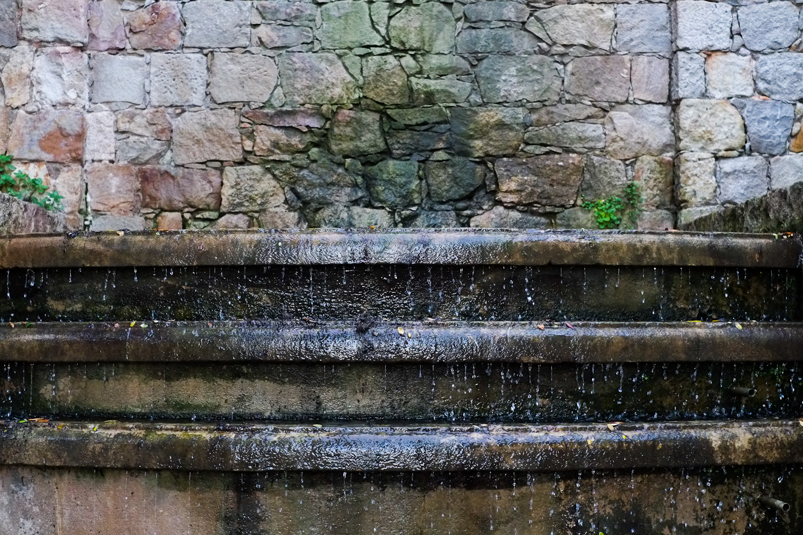 Waterfall at the Grec Gardens | © mingusmutter