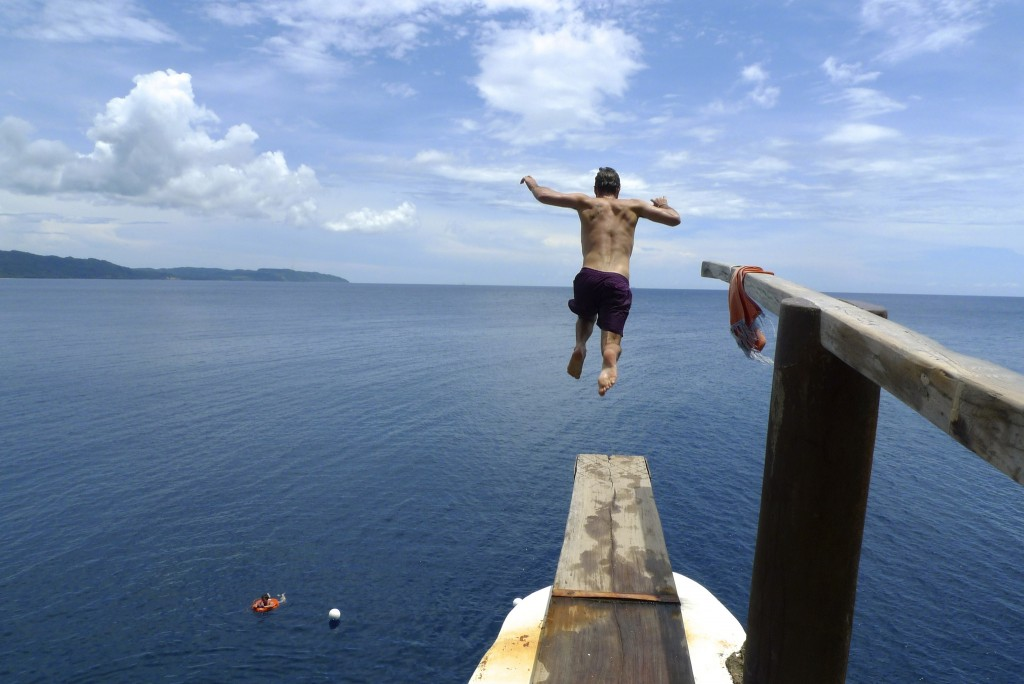 Cliff jumping at Ariel's Point | © Chris Nener / Flickr