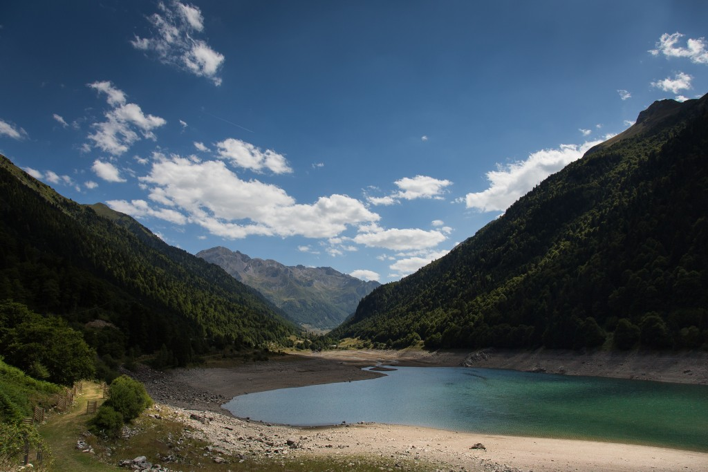 A mountain lake at Fabrèges in the French Pyrenees │© Paulo Valdivieso