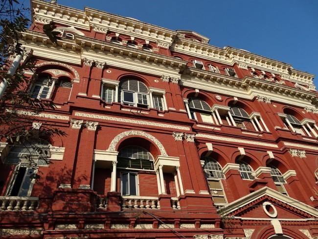 Distinctive red facade of the Writers' Building in Kolkata | © Adam Jones|Flickr