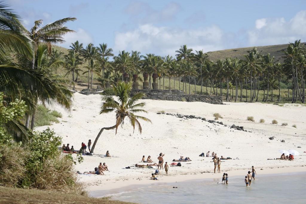 Anakena Beach, Easter Island © Turismo Chile