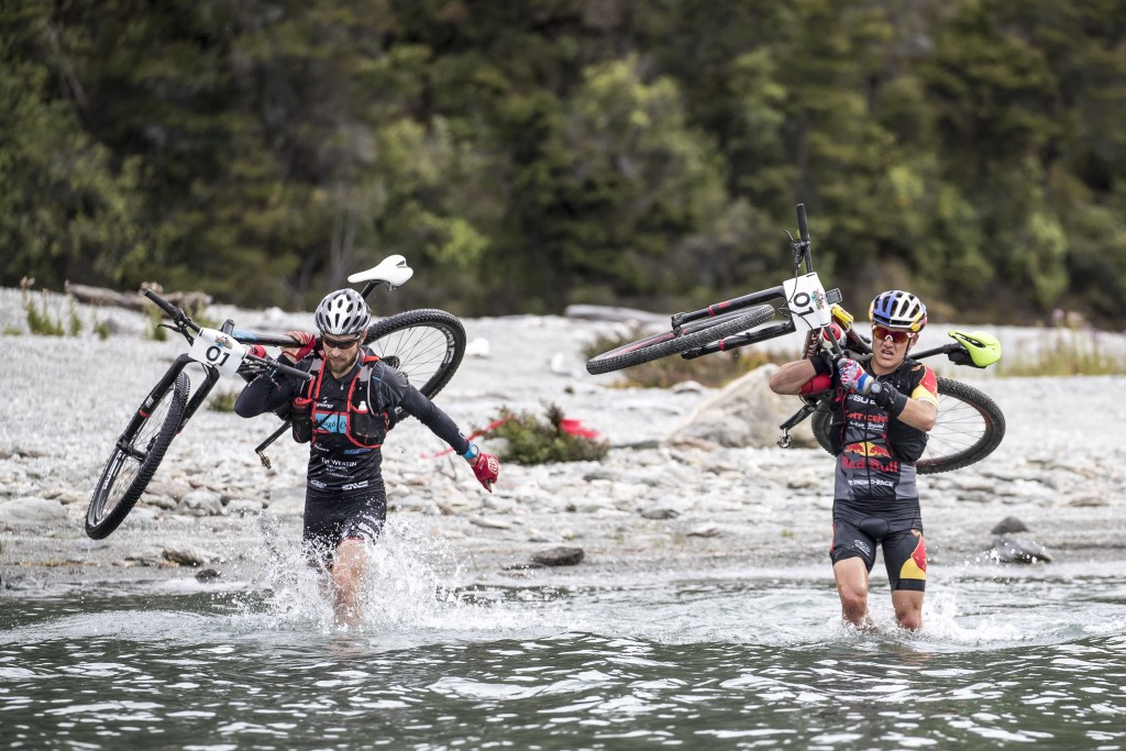 Elite Mens winners, Braden Currie and Josiah Middaugh tackle the ever-changing terrain   Courtesy of Red Bull Content Pool