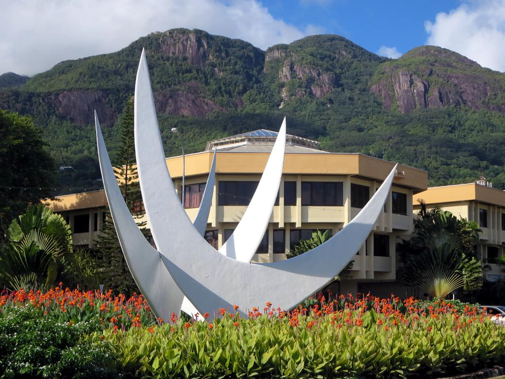 The Bicentennial Monument, representing the roots of Seychellois culture | ©David Stanley / Flickr