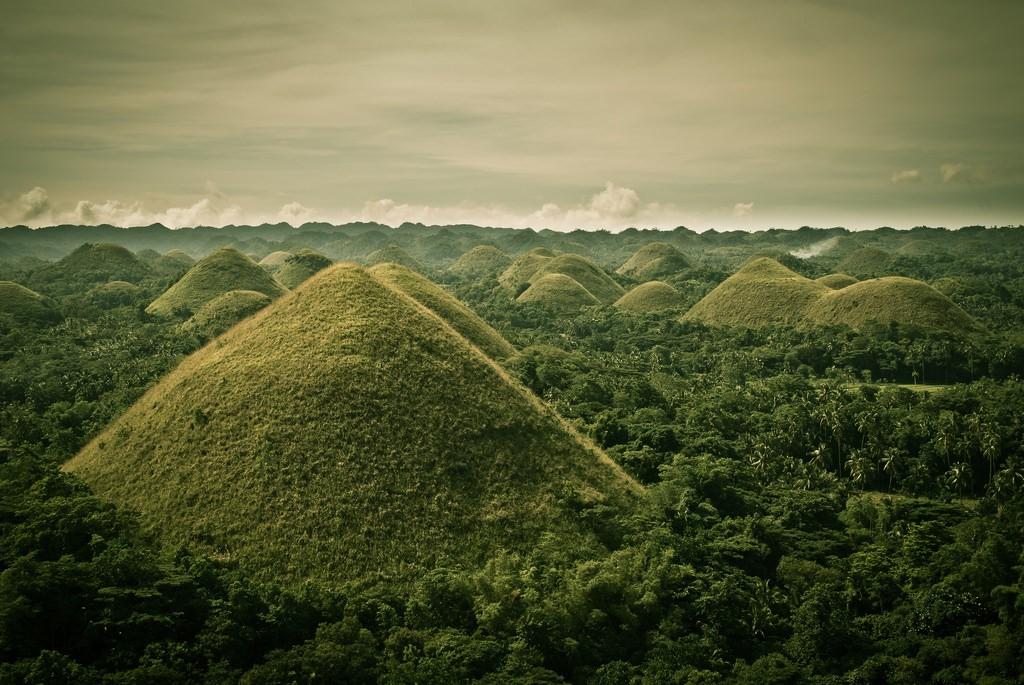 Chocolate Hills in Carmen, Bohol   © Didier Baertschiger / Flickr