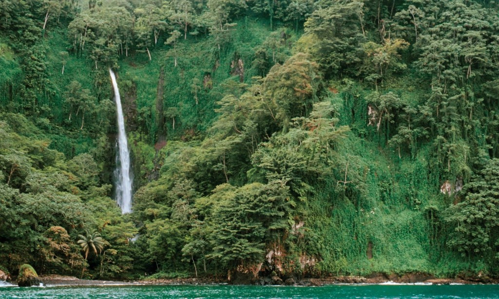 """Waterfall into the Pacific/<a href=""""https://www.theguardian.com/environment/2014/may/08/cocos-islands-rich-pirate-history"""" target=""""_blank"""">Robert Wu</a>/Corbis"""