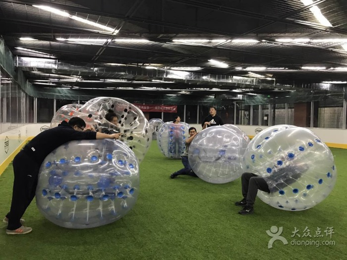 Mixing alcohol and physical activity at Cages | © 落泪的微笑/Dianping