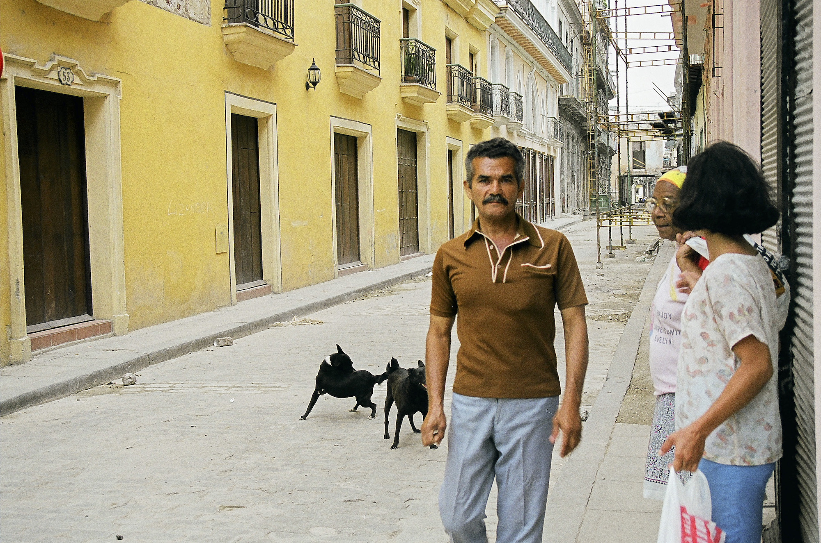 Morning street life, Havana, Cuba © Cyndie Burkhardt