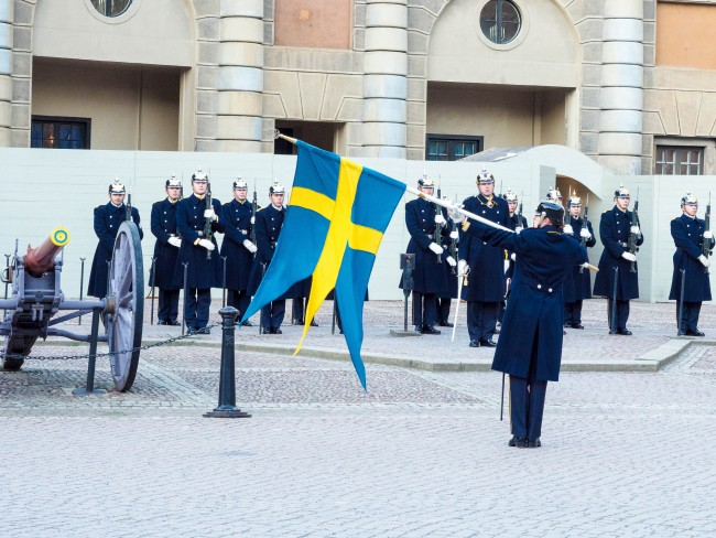 Changing of the Guard at Stockholm's Royal Palace | ©chas B/Flickr