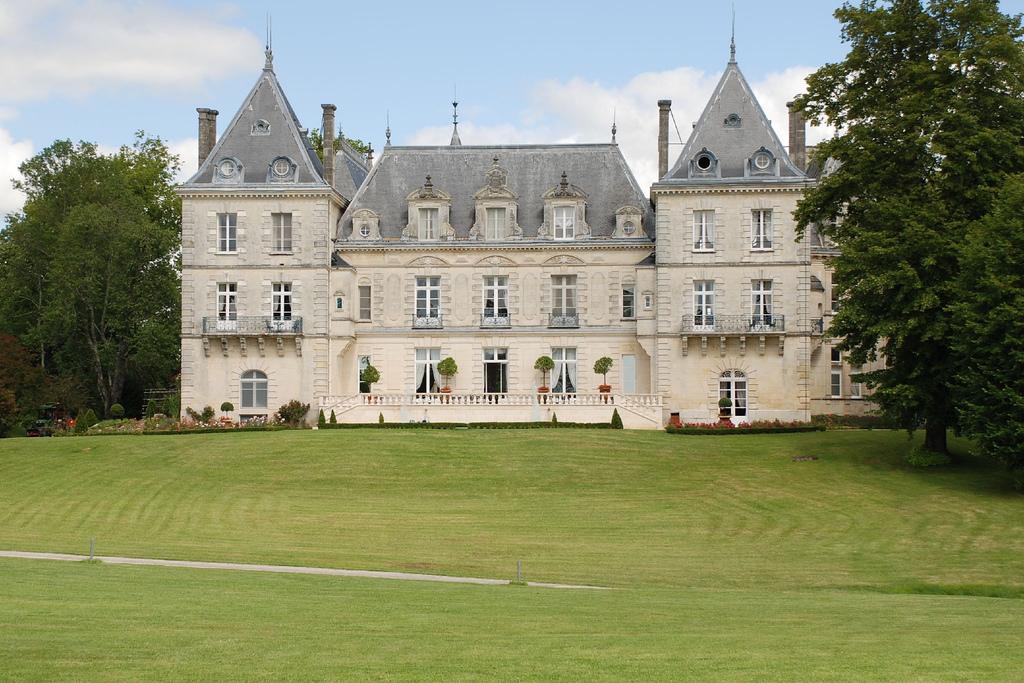 Château de Mirambeau, France | © Jon Caves/ WikiCommons