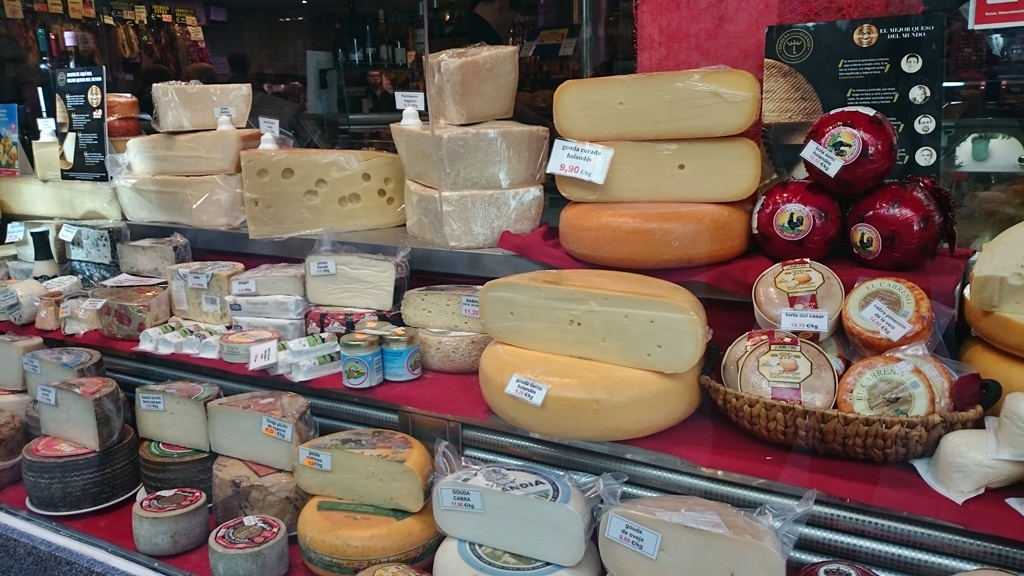 A selection of Spanish cheese in a Madrid shop| © Lori Zaino