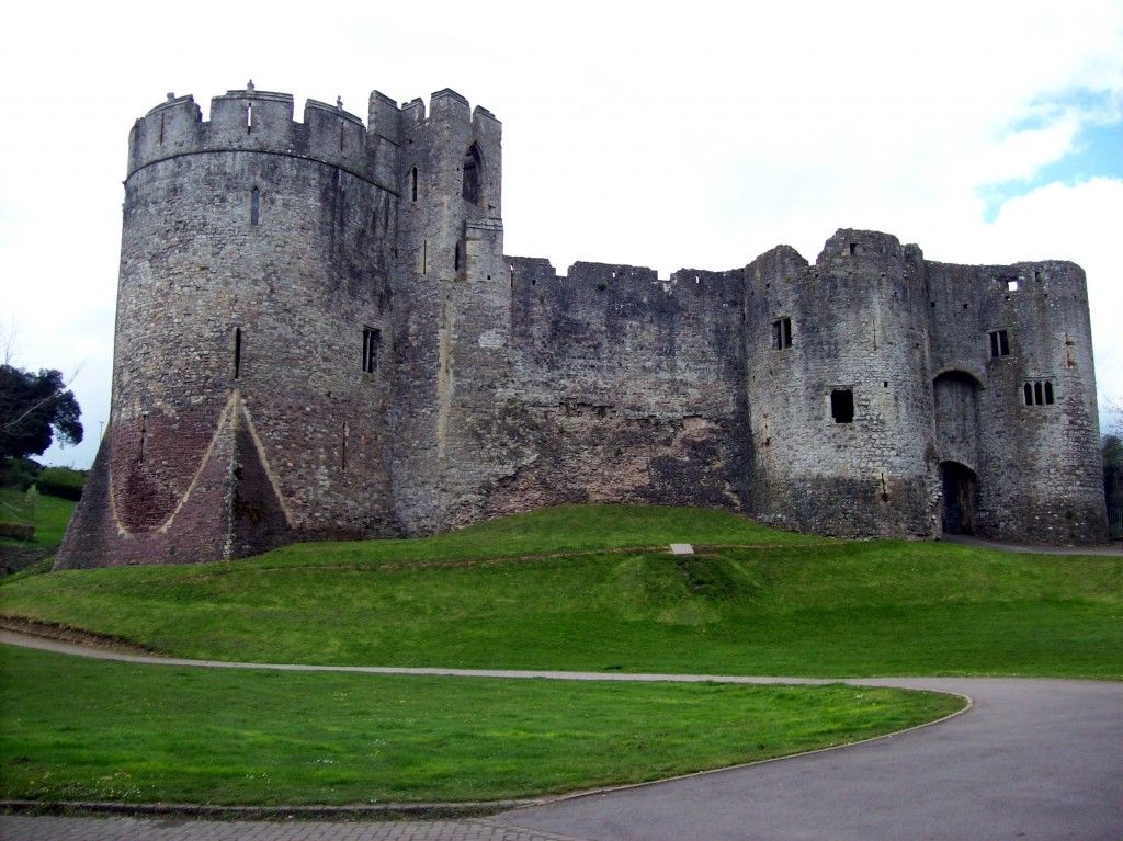 Chepstow Castle towers above the River Wye|©Freddie Phillips/Flickr