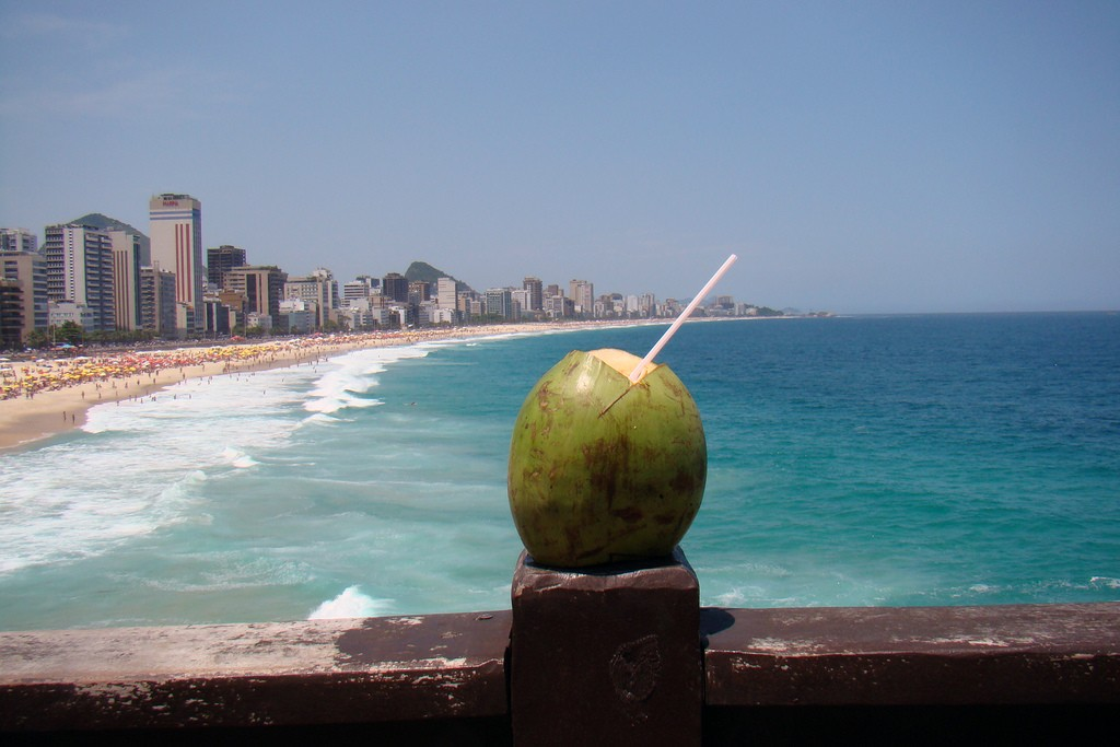Drinking agua de côco is a refreshing way to beat the heat | © Rodrigo Soldon/Flickr