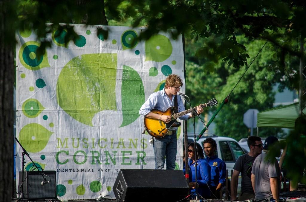 Concert in the park   © Robert Claypool / Flickr