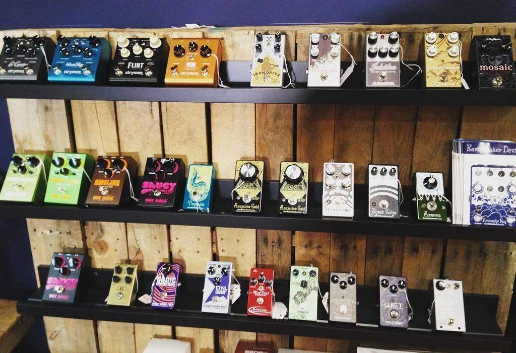 Pedal shelf at Tone Tailors | © Twitter/Tone Tailors