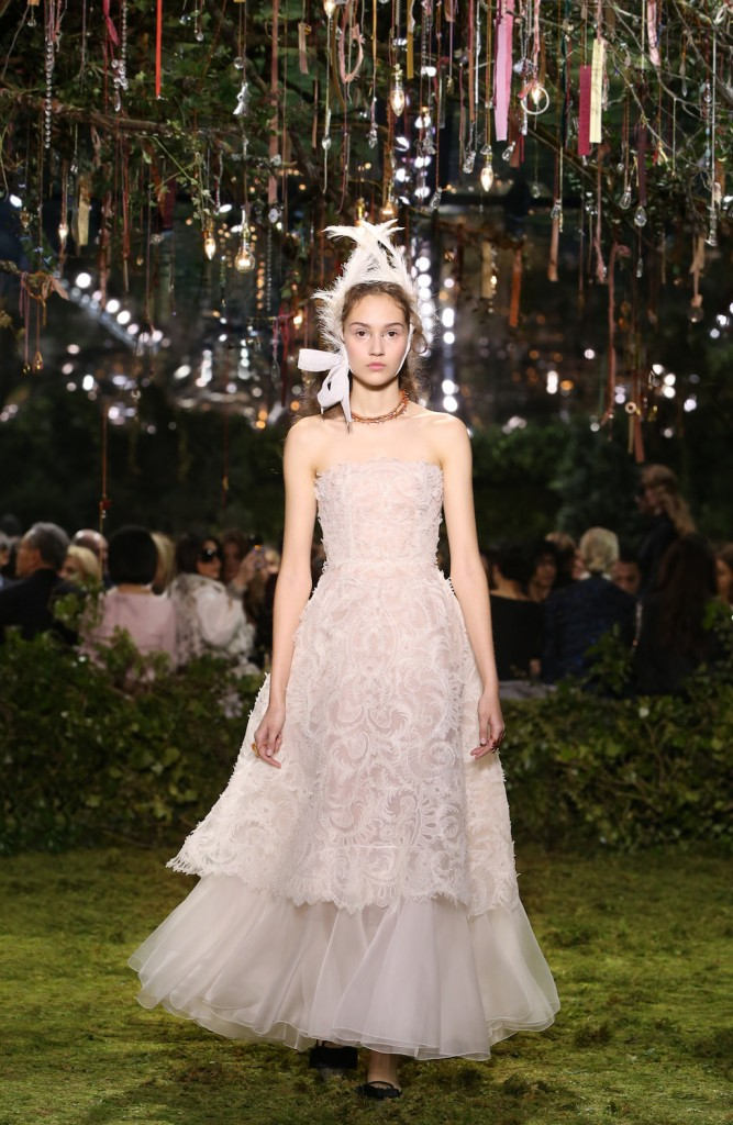 Ben noto Maria Grazia Chiuri's Debut Collection for Dior Haute Couture was  XP34