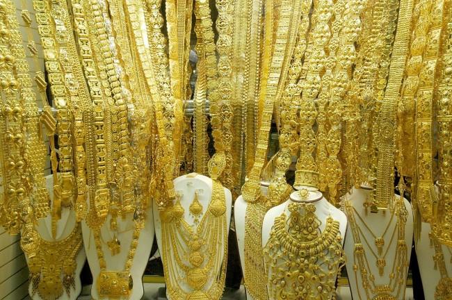 One of many Gold Souk shops   Wikimedia http://bit.ly/2jljuBy