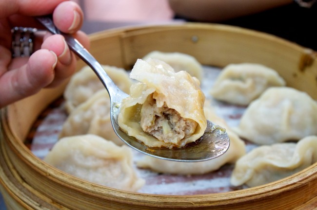Try Beijing8 dumplings | ©Shou-Hui Wang/Flickr