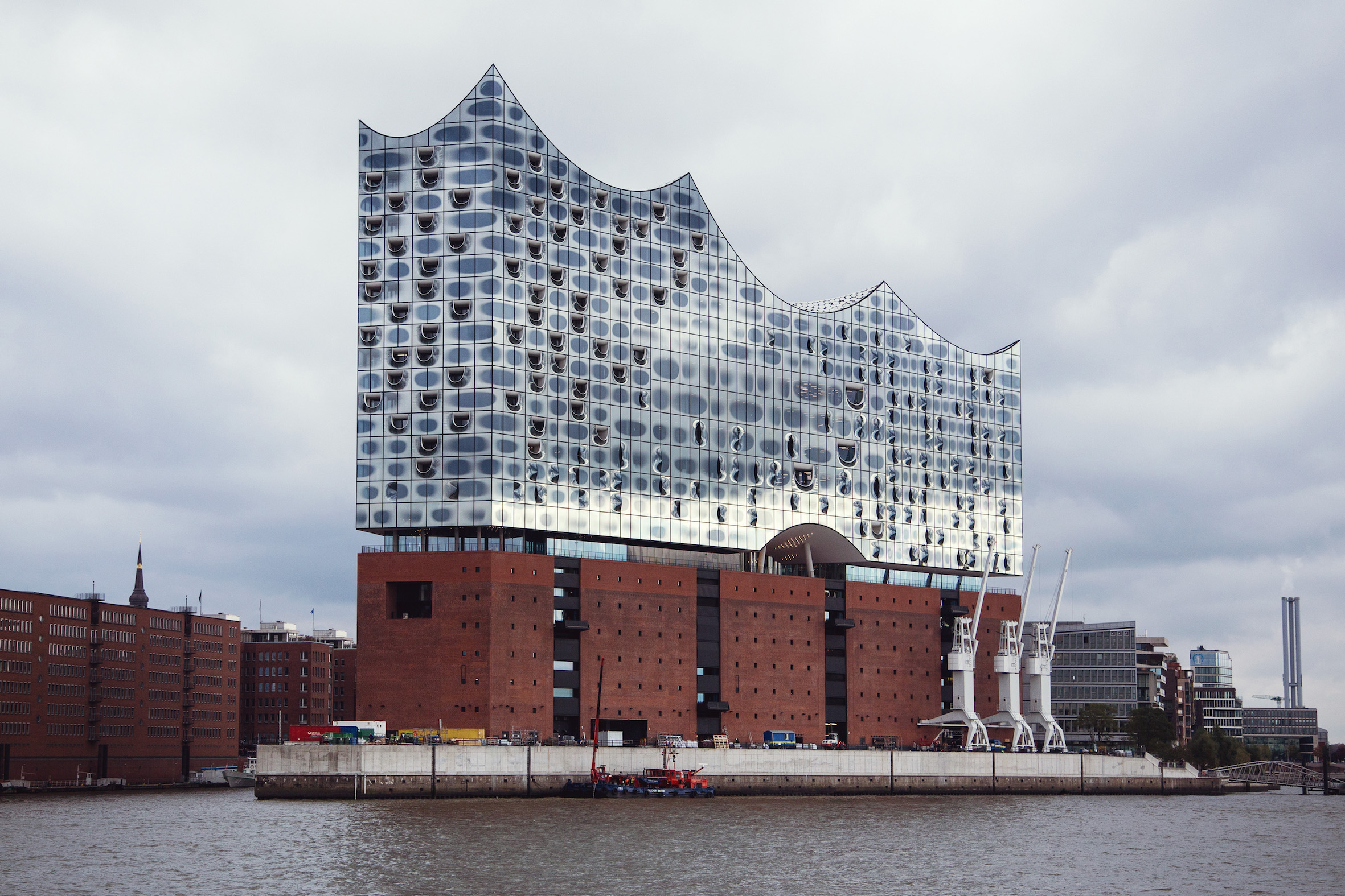 hamburg 39 s new elbphilharmonie is a glittering modern masterpiece. Black Bedroom Furniture Sets. Home Design Ideas