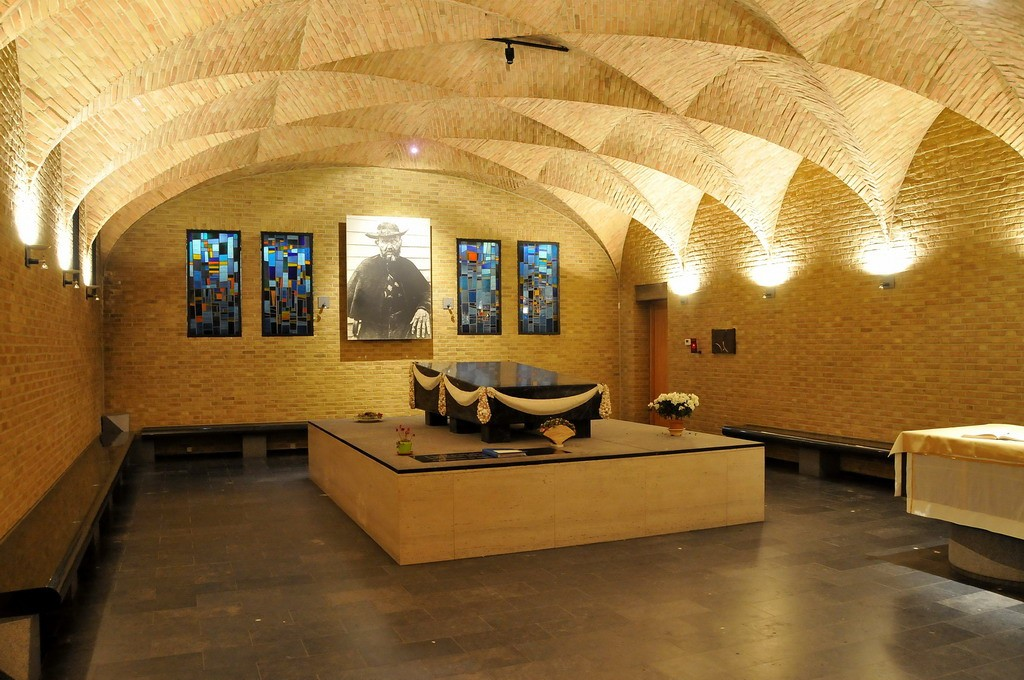 Father Damien's crypt | © FaceMePLS/Flickr