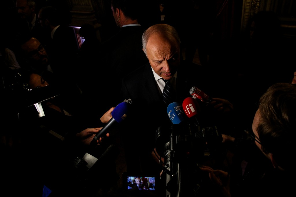 Former French Prime Minister Laurent Fabius talking to the press during La Nuit des Idées 2016 │© Ulysse Bellier / Flickr