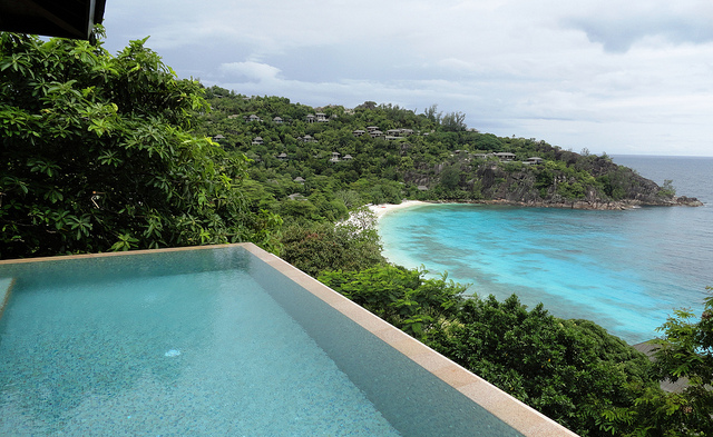 Private pool and a beautiful view at Four Seasons Resort Mahe | ©Fabio Achilli / Flickr