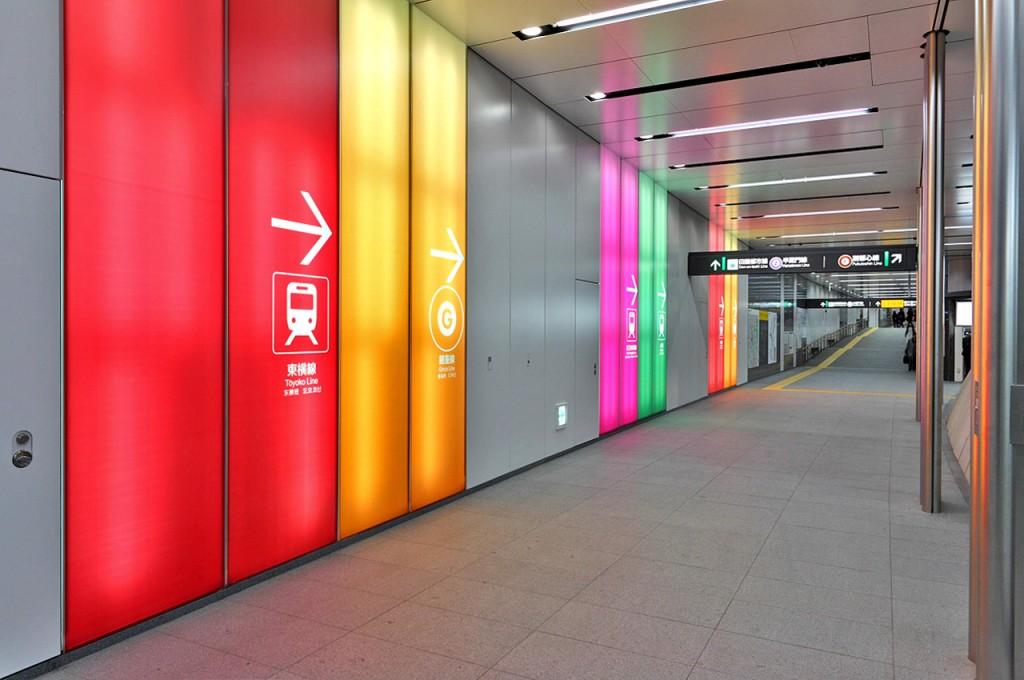 A transfer passage of Tokyo Metro Fukutoshin Line Shibuya Station |© Tennen-Gas / Wikimedia Commons