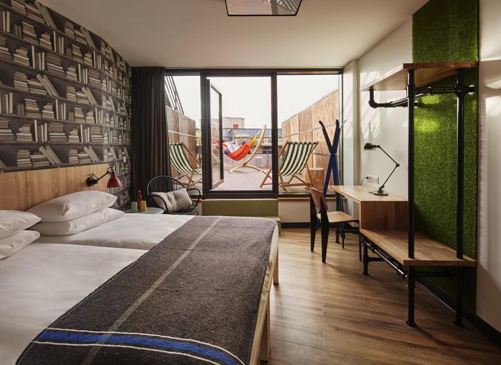 Generator Paris - Premium room │© Nikolas Koenig, Courtesy of Generator Paris