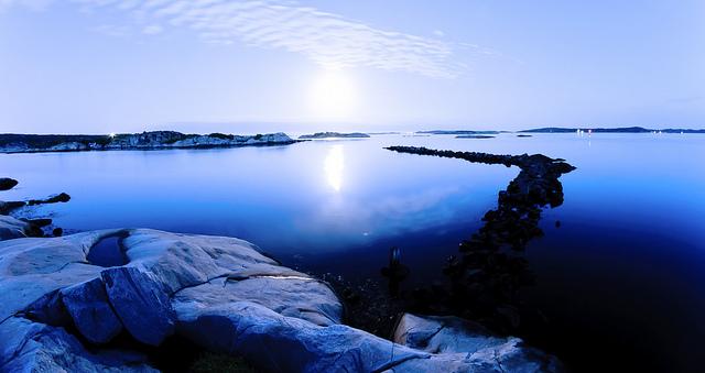 Moonlight in the Gothenburgian archipelago | ©Alexander Cahlenstein/Flickr