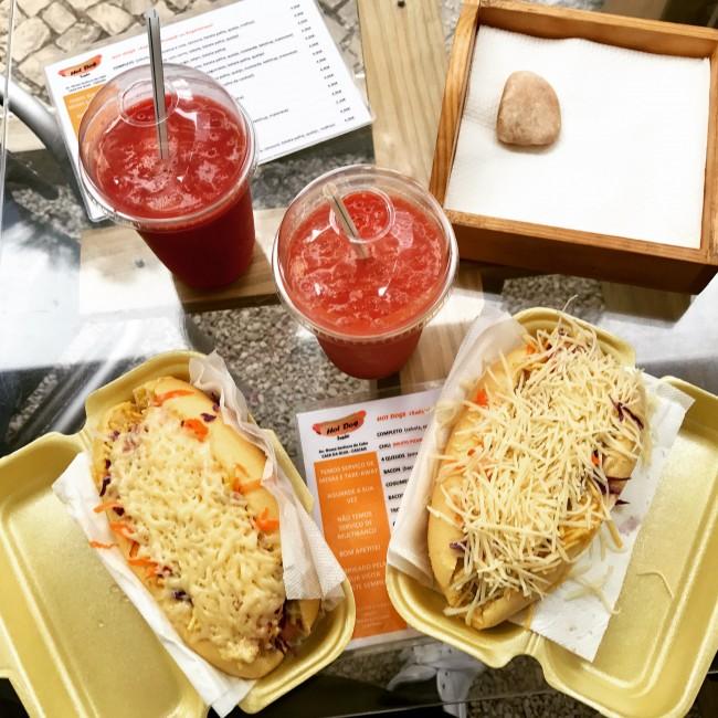 Hotdogs at the Boca do Inferno van | © Lara Olivia
