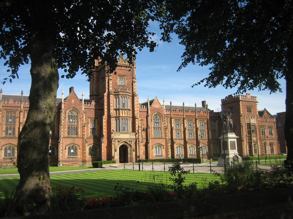 Queen's University |© Kieran Lynam / Flickr