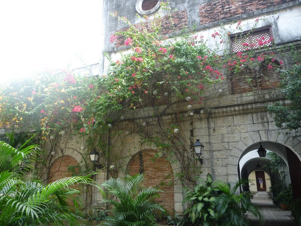 Intramuros courtyard |© Jocelyn Kelly / Flickr