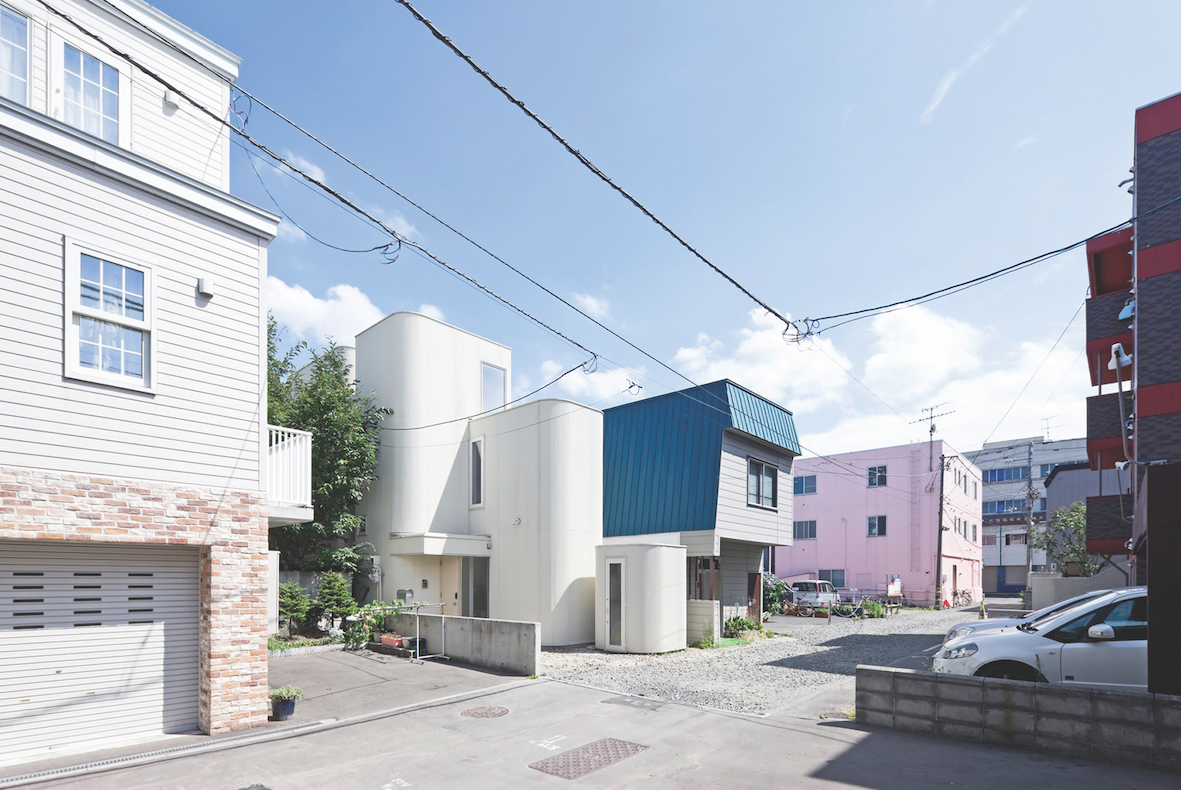 House of Density (centre), Jun Igarashi Architects | © 2014 Sergio Pirrone