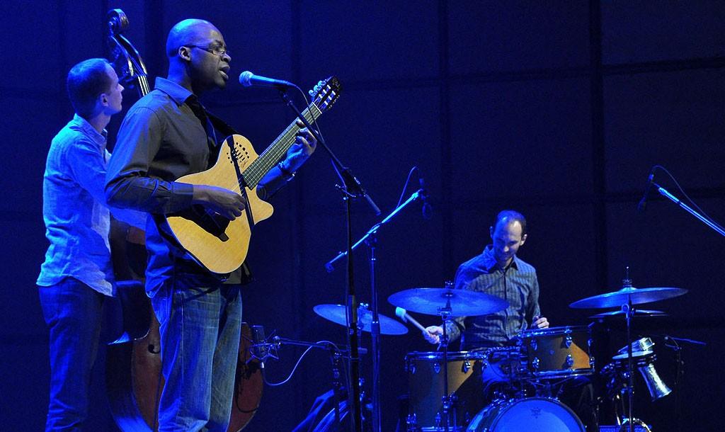 Lionel Loueke Trio | © ataelw/Flickr
