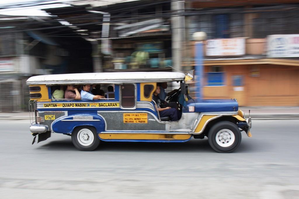 Filipino jeepney|© Steven Munder / Flickr
