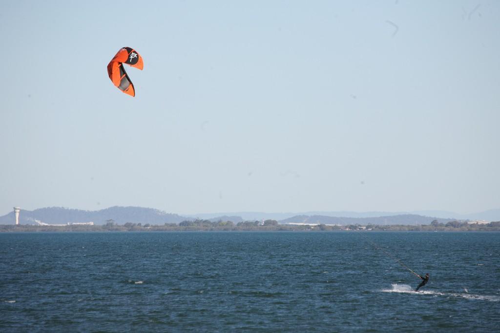 Kitesurfing | ©bertknot/Flickr